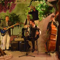 http://www.titticastrini.net/wp-content/uploads/2013/05/TT-summer.jpg